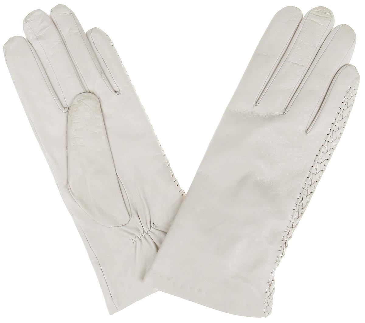 Перчатки2.1-5Элегантные женские перчатки Fabretti станут великолепным дополнением вашего образа и защитят ваши руки от холода и ветра во время прогулок. Перчатки выполнены из эфиопской перчаточной кожи ягненка на подкладке из шерсти с добавлением кашемира, что позволяет им надежно сохранять тепло. Манжеты с тыльной стороны присборены на эластичную резинку. Модель оформлена плетением из кожи. Такие перчатки будут оригинальным завершающим штрихом в создании современного модного образа, они подчеркнут ваш изысканный вкус и станут незаменимым и практичным аксессуаром.