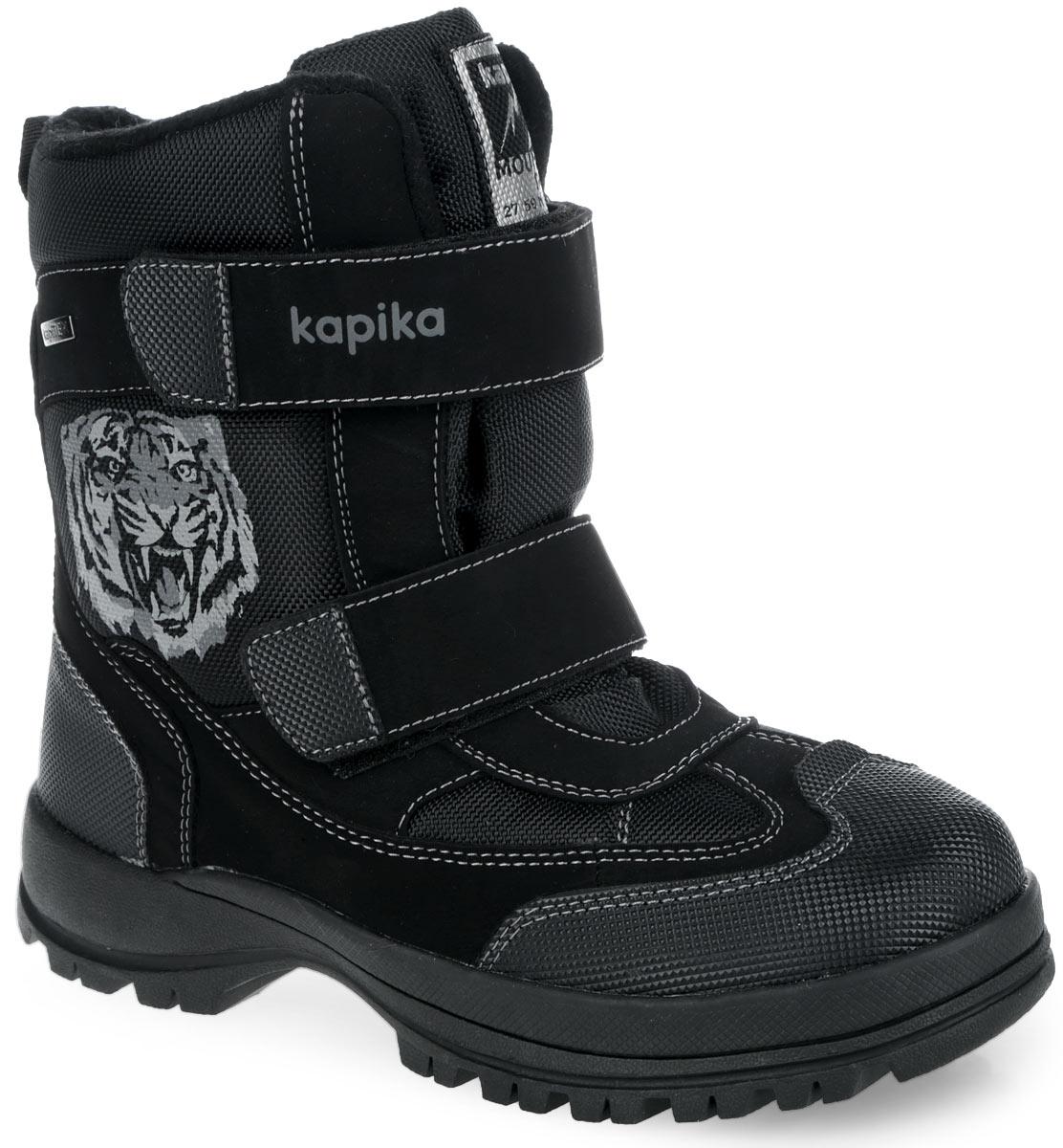 Полусапоги для мальчика. 4409444094Детские полусапоги для мальчика Kapika выполнены из комбинации искусственной кожи и текстиля. Обувь внутри исполнена из искусственного меха - 65% и шерсти - 35% с верхней отделкой из флиса. Два ре мешка на застежках-липучках, пропущенные через шлевки на подъеме, надежно фиксируют изделие. Съемная стелька, также изготовленная из искусственного меха - 65% и шерсти - 35%, защитит ноги от холода и обеспечит комфорт. Язычок оформлен нашивкой с логотипом бренда. Усиленный задник и мыс защитят детскую стопу от ударов при движении. Сбоку модель украшена декоративным металлическим элементом и принтом в виде тигра. Задник дополнен ярлычком для более удобного надевания обуви. Внутренняя мембрана позволяет сохранить комфортный микроклимат для ног ребенка и является лучшим выбором для осени и слякотной зимы. Подошва с протектором гарантирует идеальное сцепление с любой поверхностью. Стильные полусапоги займут достойное место в гардеробе вашего ребенка.