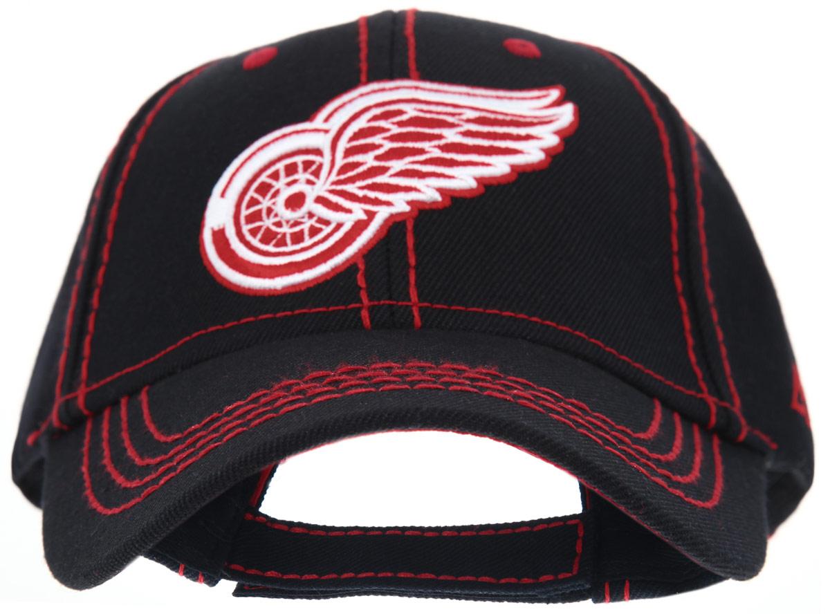 29004Практичная и удобная бейсболка NHL Detroir Red Wings, выполненная из высококачественного хлопка, идеально подойдет для активного отдыха и обеспечит надежную защиту головы от солнца. Бейсболка дополнена широким твердым козырьком и оформлена контрастной прострочкой, и вышивкой в виде эмблемы профессионального хоккейного клуба Detroir Red Wings. Кепка имеет перфорацию, обеспечивающую необходимую вентиляцию. Объем изделия регулируется хлястиком на липучке. Такая бейсболка станет отличным аксессуаром для занятий спортом или дополнит ваш повседневный образ.