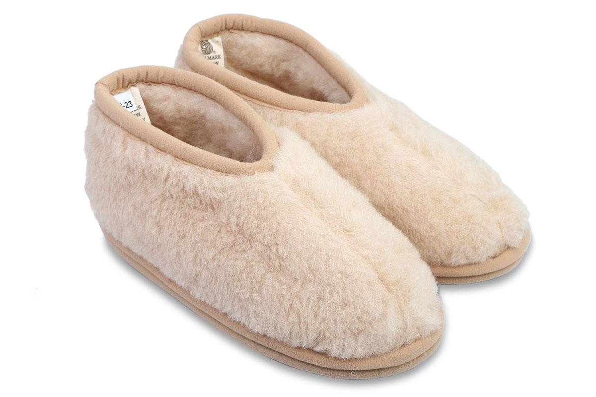 Бабуши. S.7.3.В.ТКS.7.3.В.ТККомфортные бабуши WoolHouse выполнены из натуральной верблюжьей шерсти и текстиля. Подошва, выполненная из EVA, не скользит по поверхности пола. Бабуши из натуральной шерсти снимают усталость, великолепно прогревают сухим теплом, осуществляют микромассаж и улучшают кровообращение.