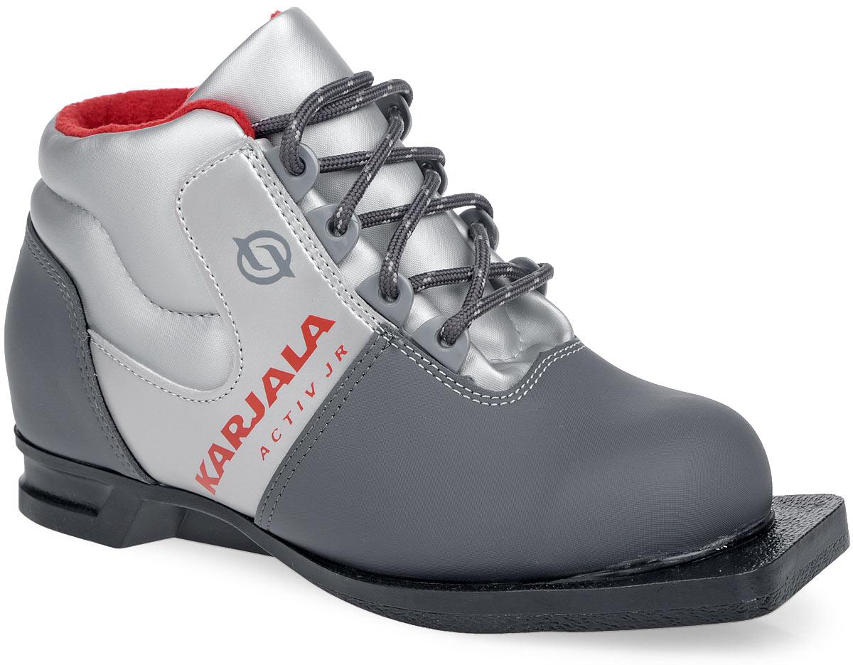 Ботинки лыжные детские. 4205342053Детские лыжные ботинки от Karjala (Карелия) Activ JR выполнены из синтетических материалов в классическом стиле. Язык служит клапаном для защиты от снега и влаги. Вставки в мысовой и пяточной частях предназначены для дополнительной жесткости. Подкладка, исполненная из мягкого флиса, и стелька - из утепленного текстиля, защитят ноги от холода и обеспечат уют. Верх изделия оформлен удобной шнуровкой с петлями из пластика. Подошва системы 75 мм из двухкомпонентной резины. С одной из боковых сторон лыжные ботинки дополнены принтом в виде логотипа бренда. Технические характеристики: t°C эксплуатации до -25°С.