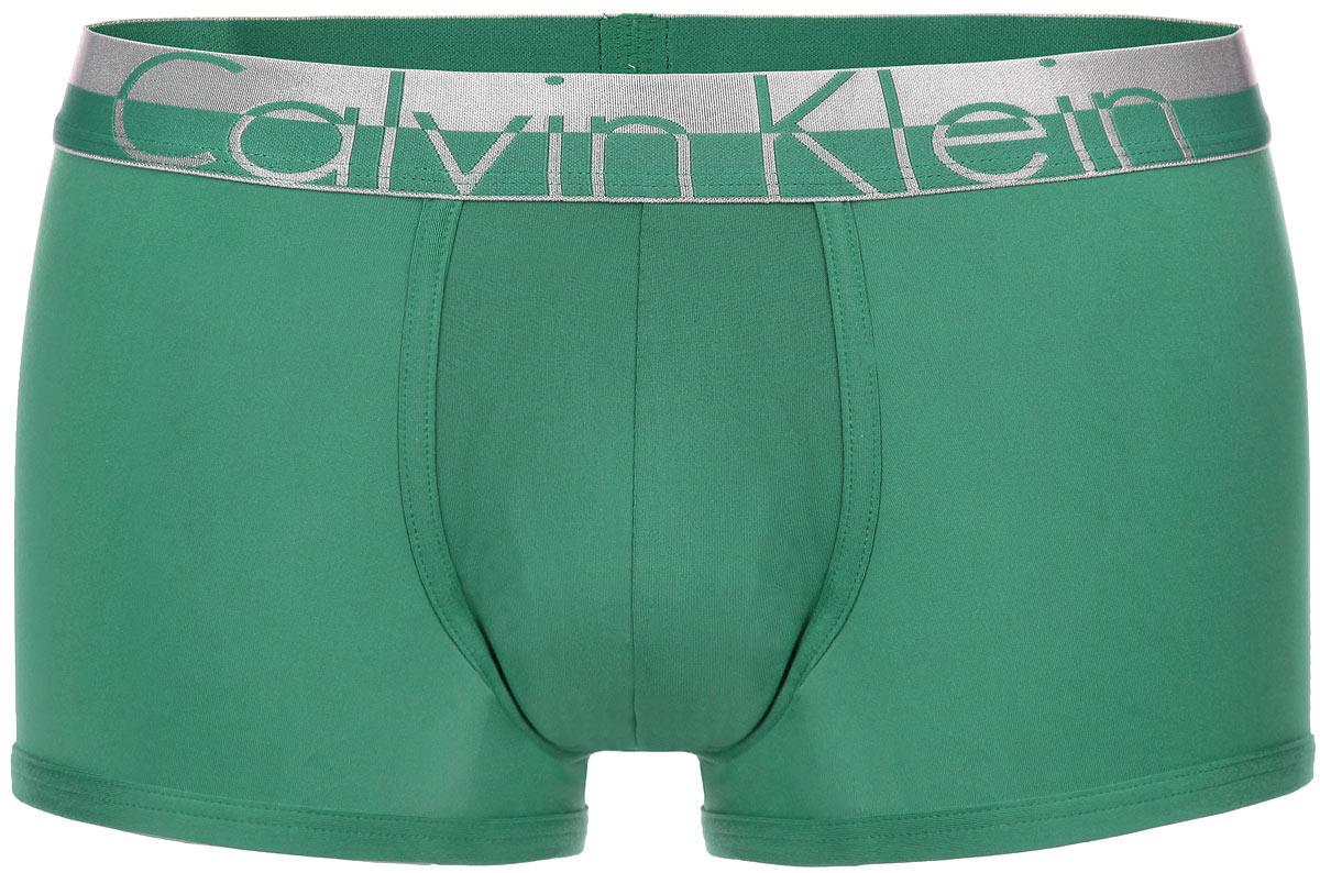 Трусы-боксеры мужские. NB1095ANB1095A001Трусы-боксеры от Calvin Klein Underwear из коллекции Magnetic Force выполнены из мягкого эластичного материала приятного на ощупь. Низкая посадка, широкая резинка на талии и плоские швы обеспечат наибольший комфорт. Резинка оформлена надписью с названием бренда.