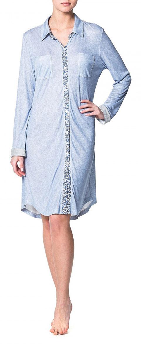 ПлатьеR1550-47Домашнее платье–рубашка Ardi, выполненное из вискозы с модалом, прекрасная альтернатива домашнему халату. Модель с отложным воротником, длинными рукавами и манжетами, спереди застегивается на пластиковые пуговицы по всей длине. На спинке модели плечевая кокетка в полоску. Спереди расположены нагрудные накладные карманы. Низ изделия - фигурный закругленный. Это оригинальное платье-рубашка станет отличным дополнением вашего гардероба!