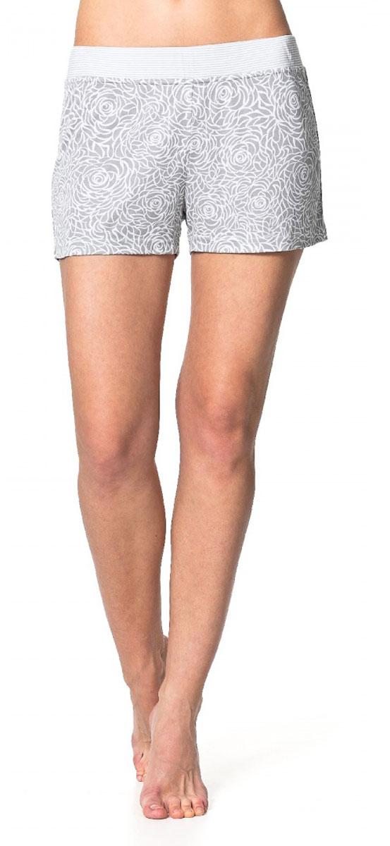ШортыR1550-55Легкие пижамные шорты Ardi, выполненные из комбинированного материала, необычайно мягкие и приятные на ощупь, не сковывают движения, обеспечивая наибольший комфорт. Модель прямого кроя оформлена нежным цветочным принтом. По верхнему краю изделия широкий пояс из отделочной ткани в полоску с резинкой внутри.