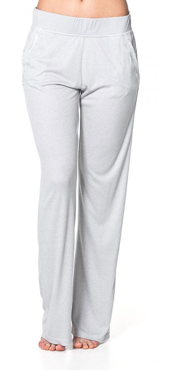 БрюкиR1550-57Легкие домашние брюки Ardi, выполненные из комбинированного материала, необычайно мягкие и приятные на ощупь, не сковывают движения, обеспечивая наибольший комфорт. Модель прямого кроя дополнена боковыми карманами с отделкой из узкого кружева. По верхнему краю широкий пояс из отделочной ткани в полоску с резинкой внутри. В таких брюках вам будет уютно и комфортно!