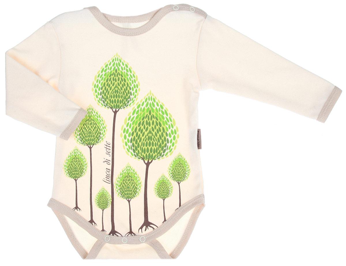 Боди детское Сказочный лес. 02-090102-0901Детское боди Linea Di Sette Сказочный лес станет идеальным дополнением к гардеробу вашего ребенка. Изделие изготовлено из высококачественного органического полотна в соответствии с принятыми стандартами. Органический хлопок - это безвредная альтернатива традиционному хлопку, ткани из него не вредят нежной коже малыша, а также их производство безопасно для окружающей среды. Органический хлопок очень мягкий, отлично пропускает воздух, обеспечивая максимальный комфорт. Боди с длинными рукавами и круглым вырезом горловины имеет застежки-кнопки по плечевому шву и на ластовице, что позволяет легко переодеть младенца или сменить подгузник. Спереди модель украшена крупным принтом с изображением деревьев, выполненным безопасными водными красками. Боди полностью соответствует особенностям жизни ребенка в ранний период, не стесняя и не ограничивая его в движениях. В нем кроха будет чувствовать себя комфортно, уютно и всегда будет в центре внимания!