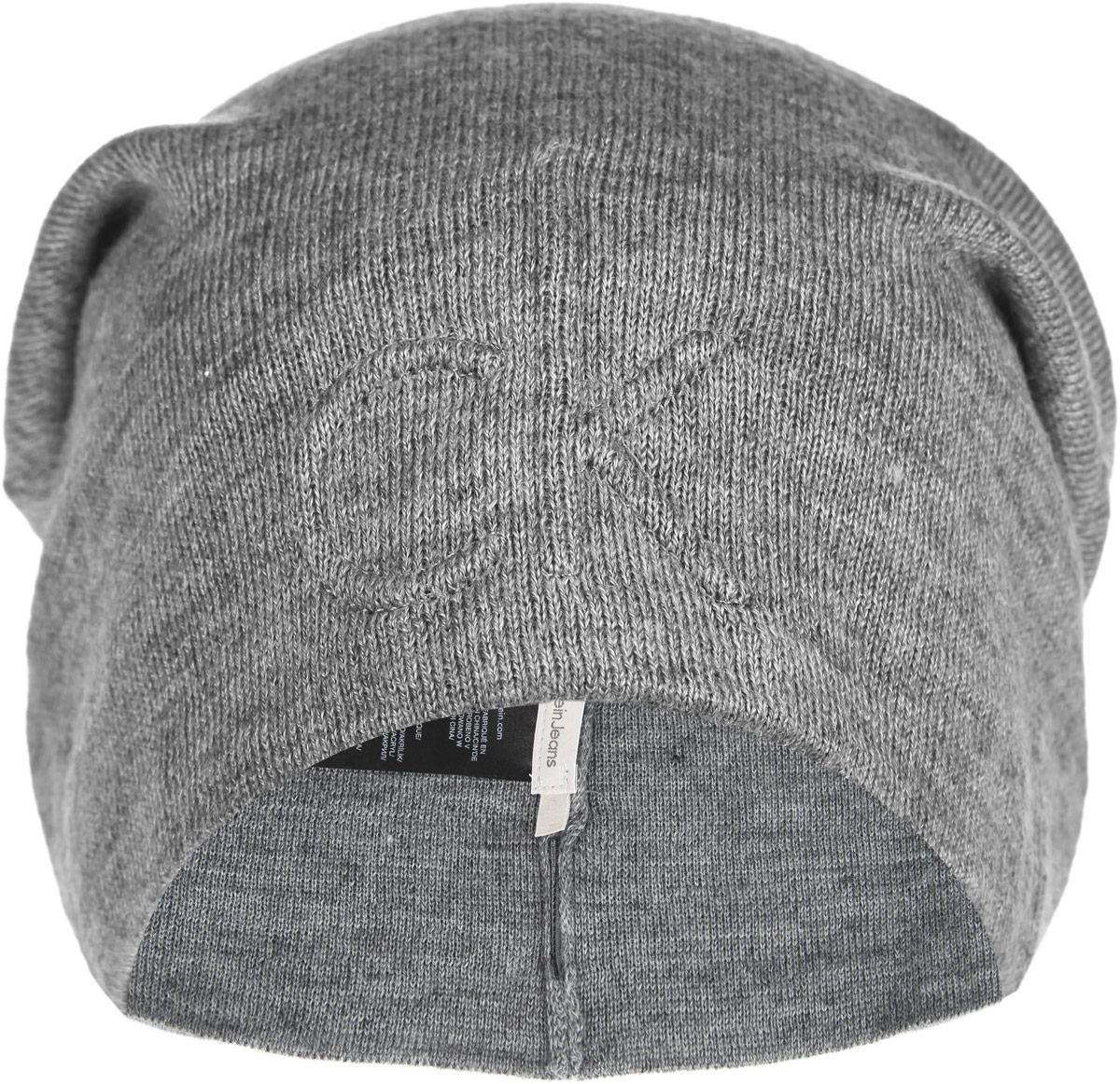 Шапка мужская. K50K501402K50K501402Стильная мужская шапка Calvin Klein Jeans отлично подойдет для повседневной носки в прохладную погоду. Шапка выполнена из высококачественной шерсти и акрила, что позволяет ей максимально сохранять тепло и обеспечивает идеальную посадку. Удлиненная модель шапки украшена спереди вышитым фирменным логотипом. Такая шапка станет модным дополнением вашего гардероба, а также подарит вам ощущение тепла и комфорта.