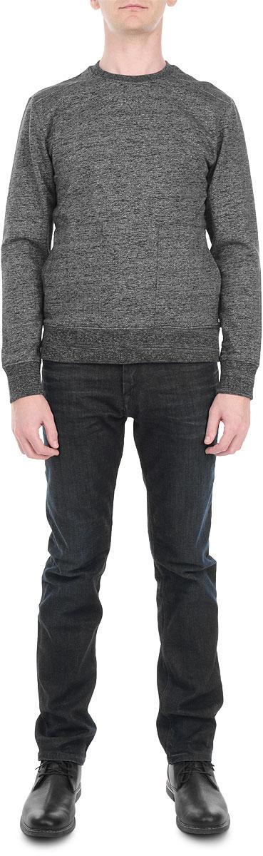 СвитшотR2541-92Мужской свитшот Calvin Klein Jeans, выполненный из хлопка с добавлением полиэстера, станет идеальным дополнением к вашему гардеробу. Свитшот очень мягкий и приятный на ощупь, не сковывает движения и позволяет коже дышать, обеспечивая комфорт. Лицевая сторона изделия гладкая, а изнаночная - с мягким теплым начесом. Свитшот с длинными рукавами и круглым вырезом горловины дополнен спереди двумя накладными карманами. Низ изделия и вырез горловины оформлены трикотажной резинкой. Рукава имеют широкие трикотажные манжеты. Сзади модель украшена принтом с фирменным логотипом. Современный дизайн и отличное качество делают этот свитшот стильным и практичным предметом мужской одежды. Такая модель подарит вам комфорт в течение всего дня.