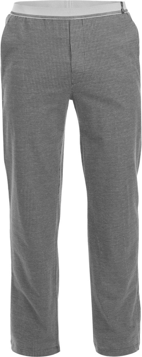 Брюки для домаR2541-97Мужские домашние брюки Ardi, выполненные из высококачественного комбинированного материала, приятные на ощупь не сковывают движения. Модель прямого кроя с широкой резинкой на поясе. Спереди на поясе настрочена хлопковая тесьма с логотипом бренда. По бокам изделие дополнено двумя втачными карманами, сзади - двумя накладными. По низу изделия имеются широкие манжеты.