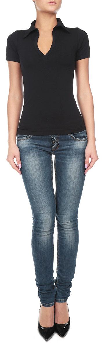 Футболка211037_NeroСтильная женская футболка Intimidea Brighton, выполненная из высококачественного эластичного материала, подчеркнет достоинства вашей фигуры. Модель с воротником-поло и короткими рукавами. Изделие из микрофибры мягкое приятное на ощупь, не сковывает движения, обеспечивая наибольший комфорт. Микрофибра – гигиеническая дышащая ткань, которая не вызывает аллергию. Воздухопроницаемость обеспечивается малым сечением нити. Из-за особых свойств микрофибры одежда из нее всесезонна: летом она не впитывает влагу, а зимой отлично сохраняет тепло. Структура волокна делает ткань приятной для тела, мягкой и бархатистой. Такая футболка станет отличным дополнением к вашему гардеробу!