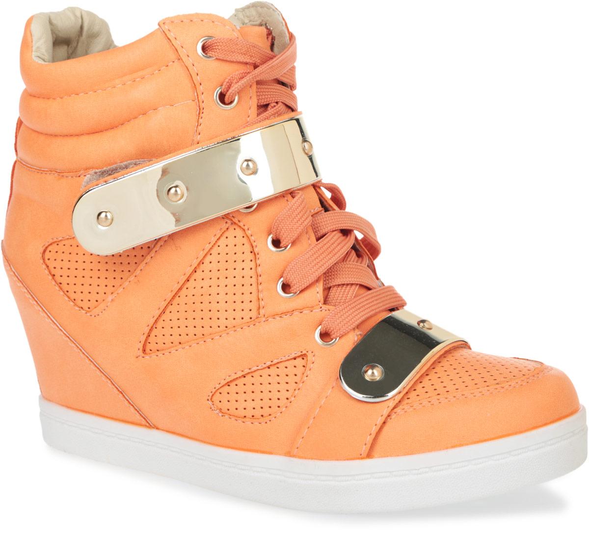 9150-03/BLACKСтильные женские сникерсы Burlesque заинтересуют вас своим дизайном с первого взгляда. Модель выполнена из искусственной кожи, декорированной легкой перфорацией. Внутри изделие выполнено из текстиля с верхней отделкой из искусственной кожи. По канту сникерсы дополнены горизонтальной строчкой. Верх обуви оформлен шнуровкой и ремешком на застежке-липучке, которые надежно зафиксируют обувь на ноге и отрегулируют объем. Стелька выполнена из ЭВА материала с покрытием из искусственной кожи. Область подъема и голенище украшены пластинами с имитацией под металл. Танкетка умеренной высоты - устойчива. Подошва из полимерного термопластичного материала с рельефным протектором обеспечивает отличное сцепление с любой поверхностью. В этих сникерсах вашим ногам будет комфортно и уютно. Они подчеркнут ваш стиль и индивидуальность.