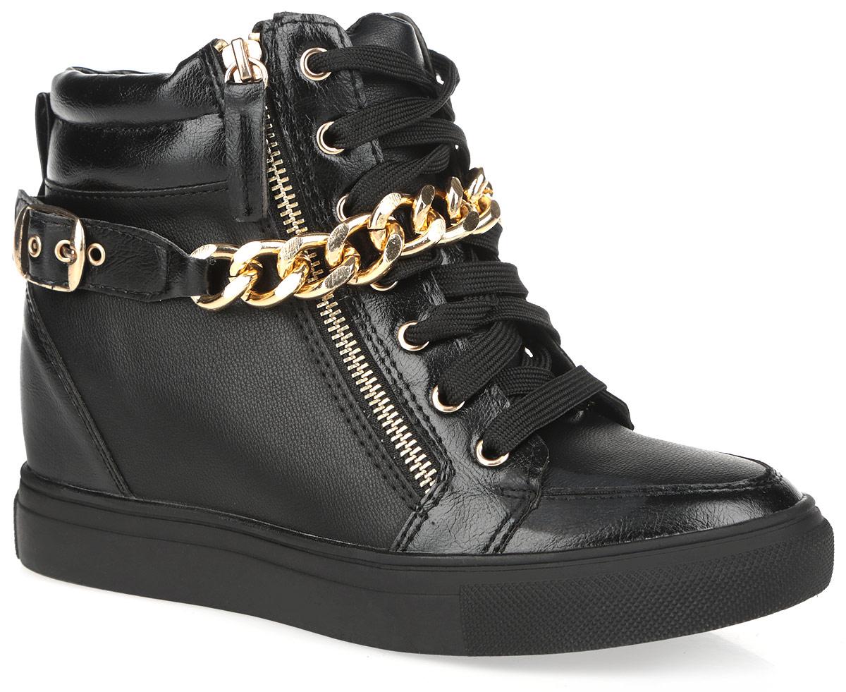 5128-40/BLACKОригинальные женские сникерсы Burlesque заинтересуют вас своим дизайном. Модель выполнена из искусственной кожи. Верх изделия оформлен шнуровкой, которая надежно зафиксирует обувь на ноге и отрегулирует объем. Сбоку сникерсы дополнены функциональной металлической молнией. Подкладка, изготовленная из текстиля, и стелька - из ЭВА материала с покрытием из искусственной кожи, обеспечат ногам уют. Верх голенища по канту оформлен горизонтальной строчкой и декоративным ремешком со стильной фурнитурой в виде широкой цепи и пряжки с покрытием под золото. Задник дополнен ярлычком для более удобного надевания обуви. Танкетка умеренной высоты - устойчива. Подошва из полимерного термопластичного материала с рельефным протектором обеспечивает отличное сцепление с любой поверхностью. В этих сникерсах вашим ногам будет комфортно и уютно. Они подчеркнут ваш стиль и индивидуальность.