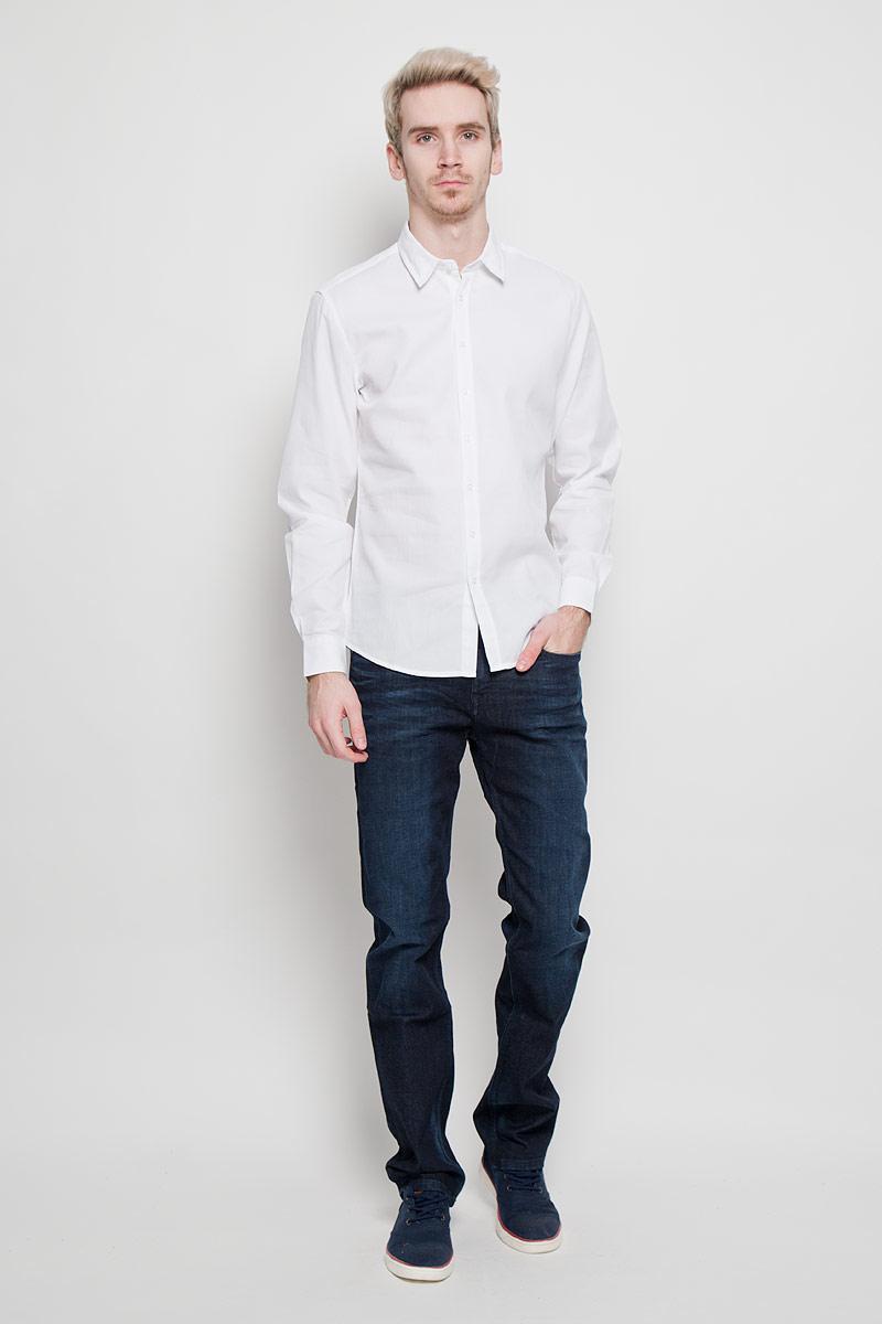 РубашкаSKL1863BIСтильная мужская рубашка Top Secret, выполненная из высококачественного 100% хлопка, обладает высокой теплопроводностью, воздухопроницаемостью и гигроскопичностью, позволяет коже дышать, тем самым обеспечивая наибольший комфорт при носке. Модель классического кроя с отложным воротником застегивается на пуговицы. Длинные рукава рубашки дополнены манжетами на пуговицах. Такая рубашка подчеркнет ваш вкус и поможет создать великолепный стильный образ.