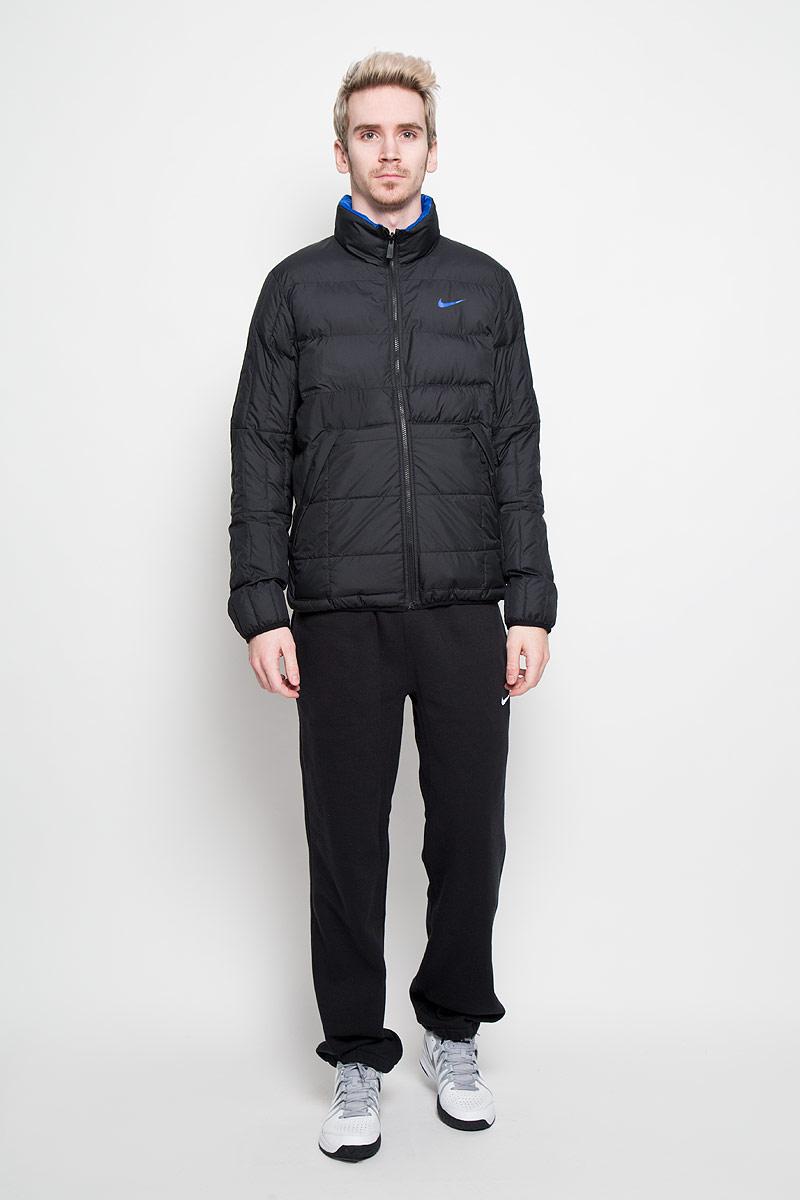 Куртка мужская Alliance Flipit. 614688614688-011Двусторонняя зимняя мужская куртка Nike Alliance Flipit с синтетическим наполнителем обеспечит максимальный комфорт при различных погодных условиях. Модель с воротником-стойкой и длинными рукавами с одной стороны дополнена двумя втачными карманами на молнии, с другой - двумя втачными карманами на кнопках и одним втачным карманом на молнии. Ткань куртки прочная, прекрасно отталкивает влагу, а так же защищает от ветра в период межсезонья. Эта теплая куртка станет отличным дополнением к вашему гардеробу!