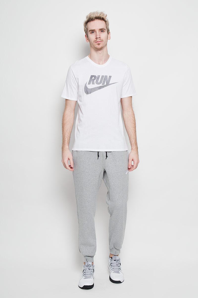 Футболка717038_010Мужская футболка для бега Nike Run P Core Run Swoosh Tee, выполненная из хлопка с добавлением полиэстера, идеально подойдет как новичкам, так и спортсменам со стажем. Материал очень мягкий и приятный на ощупь, не сковывает движения и позволяет коже дышать. Футболка прямого кроя с короткими рукавами и круглым вырезом горловины оформлена спереди принтом с фирменным логотипом. Такая футболка станет отличным дополнением к вашему гардеробу, в ней вам будет удобно и комфортно.