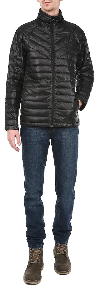 КурткаAL-2646Стильная мужская куртка Grishko отлично подойдет для прохладной погоды. Куртка, оформленная эффектной стежкой, застегивается на молнию и дополнена двумя прорезными карманами на молнии. Предусмотрен внутренний накладной карман. Воротник-стойка станет дополнительной защитой от ветра и холода. Утеплитель выполнен из холлофайбера, который отличается повышенной теплоизоляцией, антибактериальными свойствами, долговечностью в использовании, и необычайно легок в носке и уходе. Изделия легко стираются в машинке, не теряя первоначального внешнего вида. Эта модная куртка послужит отличным дополнением к вашему гардеробу.