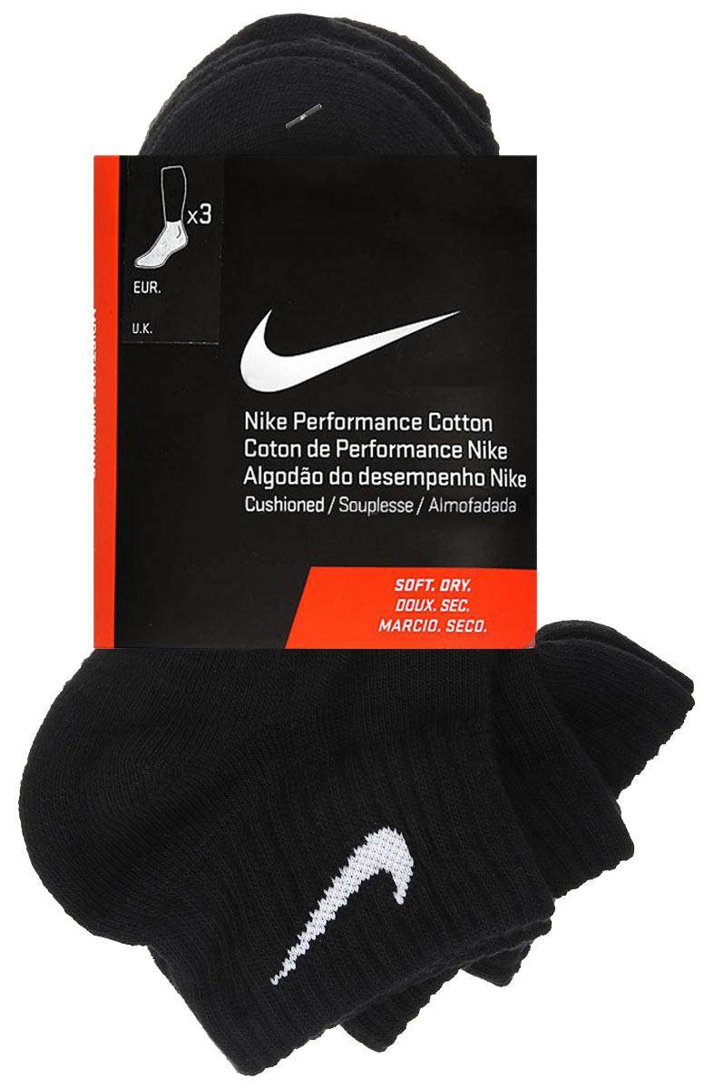 Носки унисекс 3PPK Cushion Quarter, 3 парыSX4703-901Удобные носки унисекс Nike 3PPK Cushion Quarter, изготовленные из высококачественного комбинированного материала, идеально подойдут вам. Носки выполнены из эластичного хлопка с добавлением нейлона, что позволяет им легко тянуться, делая их комфортными в носке. Эластичная резинка плотно облегает ногу, не сдавливая ее, обеспечивая комфорт и удобство. Усиленная пятка и мысок обеспечивают надежность и долговечность. Стопа оформлена махровой вставкой. Укороченные носки оформлены контрастным логотипом Nike. В комплект входят три пары носков.