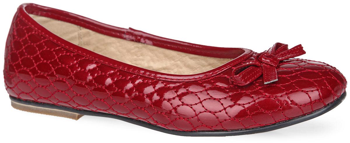 Туфли для девочки. 11-11411-114Стильные туфли от Аллигаша выполнены из искусственной лакированной кожи и оформлены декоративной прострочкой. Носочная часть украшена бантиком. Внутренняя поверхность и стелька с супинатором, выполненные из натуральной кожи, комфортны при ходьбе и обеспечивают правильное положение стопы ребенка. Подошва с рифлением защищает изделие от скольжения. Практичные и стильные туфли займут достойное место в гардеробе вашей девочки.