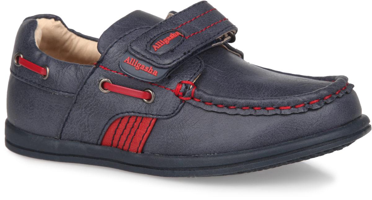 Мокасины для мальчика. 13-32413-324Удобные и стильные мокасины для мальчика Аллигаша прекрасно подойдут вашему ребенку для активного отдыха и повседневной носки. Модель выполнена из мягкой искусственной кожи и оформлена декоративными швами. Застежка-липучка на подъеме надежно фиксирует обувь на ножке вашего малыша. Ремешок оформлен прорезиненной вставкой с названием бренда. Боковые стороны декорированы шнуровкой, пропущенной через фурнитуру. Стелька с супинатором и подкладка изготовлены из натуральной кожи, благодаря чему обувь дышит, обеспечивая идеальный микроклимат. Анатомическая стелька обеспечивает правильное формирование детской стопы. Рельефная подошва, изготовленная из термопластичной резины, не скользит и обеспечивает хорошее сцепление с поверхностью. В таких мокасинах ногам вашего непоседы будет комфортно и уютно!