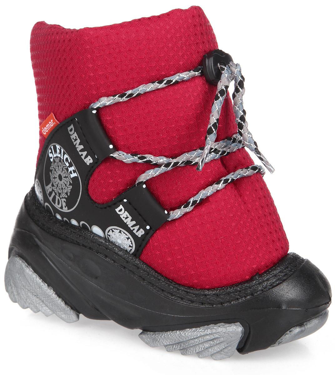 4016Практичные и удобные дутики от Demar - отличный вариант на каждый день. Модель выполнена в нижней части из ПВХ (поливинилхлорида), а голенище - из современного текстильного материала, обладающего высокими износостойкими свойствами. Верх изделия оформлен шнуровкой, которая надежно закрепит обувь на ноге и отрегулирует объем. Подкладка и стелька, исполненные из натуральной шерсти, согреют ножки в мороз и обеспечат уют. По бокам дутики украшены оригинальным принтом. Высокая подошва, выполненная из литой резины, имеет специальное рифление, которое защищает от скольжения и сохраняет гибкость даже в значительные морозы. Удобные дутики придутся по душе вашему ребенку!