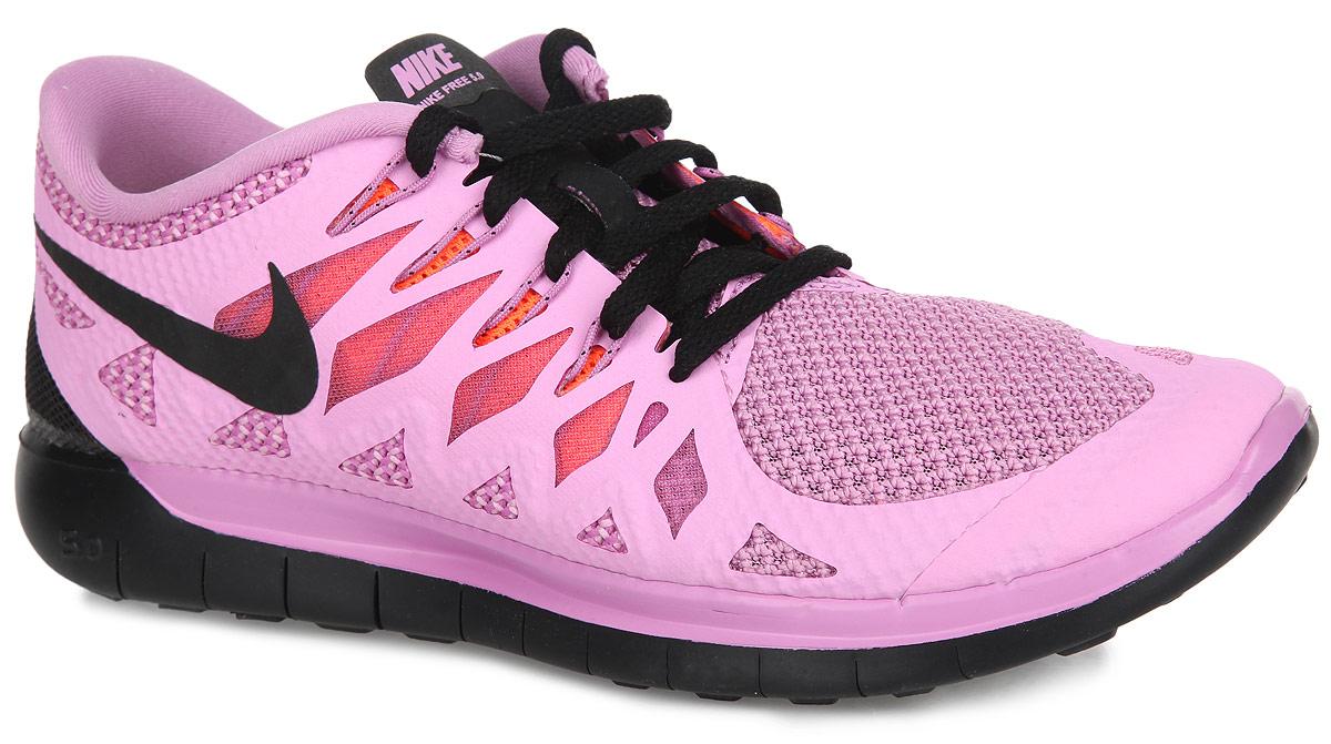 Кроссовки для бега женские WMNS Free 5.0. 642199-503642199-503Женские кроссовки Nike Free 5.0, обладающие высокой износоустойчивостью, предназначены для бега или фитнеса. Изделие выполнено из сетчатого текстиля и дополнено вставками из искусственных материалов для лучшей поддержки. Верх обуви оформлен воздухопроницаемой сеткой по бокам и классической шнуровкой, которая надежно зафиксирует модель на ноге. Подкладка и стелька, изготовленные из текстиля, гарантируют комфорт и уют. По бокам и на язычке кроссовки декорированы символикой бренда. Подошва с рельефным протектором, гарантирующая отличное сцепление с любой поверхностью, гнется во всех направлениях, обеспечивающая естественные ощущения во время.
