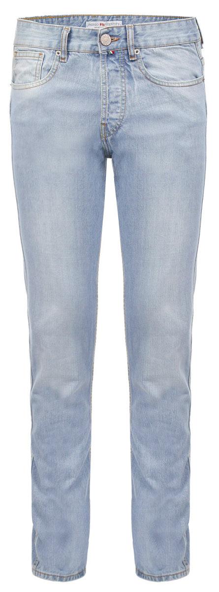 Джинсы мужские. 0959709597Стильные мужские джинсы F5 - джинсы высочайшего качества на каждый день, которые прекрасно сидят. Модель прямого кроя и средней посадки изготовлена из высококачественного плотного хлопка. Джинсы не сковывают движения и дарят комфорт. Изделие оформлено тертым эффектом и контрастной отстрочкой. Застегиваются джинсы на пуговицу в поясе и ширинку на металлических пуговицах, имеются шлевки для ремня. Спереди модель оформлена двумя втачными карманами и одним небольшим секретным кармашком, а сзади - двумя накладными карманами. Эти модные и в тоже время комфортные джинсы послужат отличным дополнением к вашему гардеробу. В них вы всегда будете чувствовать себя уютно и комфортно.