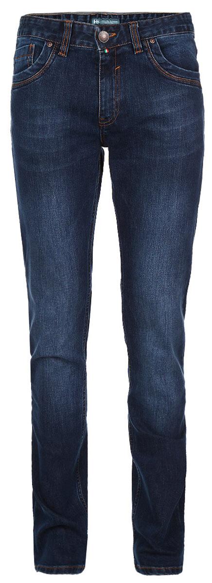 Джинсы мужские. 0956809568Стильные мужские джинсы F5 - джинсы высочайшего качества на каждый день, которые прекрасно сидят. Модель прямого слегка зауженного кроя и средней посадки изготовлена из высококачественного плотного хлопка. Джинсы не сковывают движения и дарят комфорт. Изделие оформлено тертым эффектом и контрастной отстрочкой. Застегиваются джинсы на пуговицу в поясе и ширинку на молнии, имеются шлевки для ремня. Спереди модель оформлена двумя втачными карманами и одним небольшим секретным кармашком, а сзади - двумя накладными карманами. Эти модные и в тоже время комфортные джинсы послужат отличным дополнением к вашему гардеробу. В них вы всегда будете чувствовать себя уютно и комфортно.