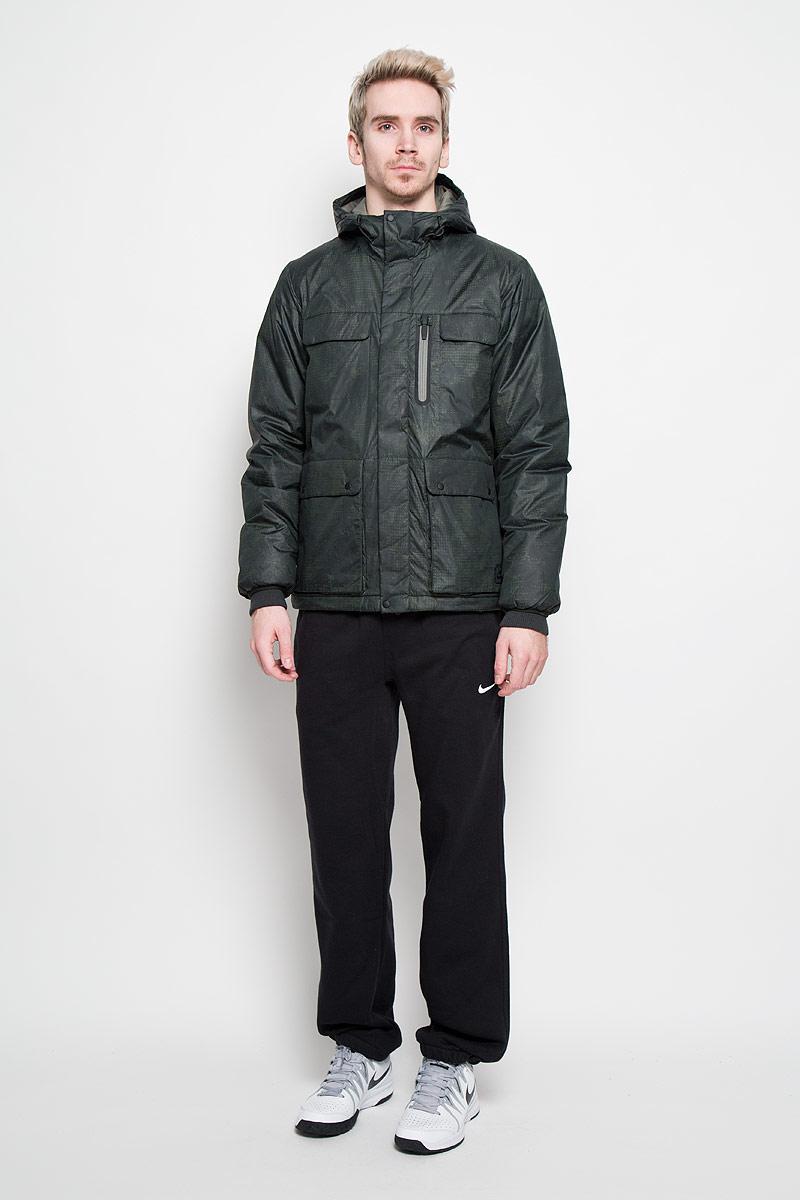 Куртка мужская Defender Print. 614673614673-381Стильная мужская куртка Nike Defender Print защищает от непогоды даже в очень суровых условиях благодаря теплоизолирующим свойствам и непромокаемому покрытию. Синтетический теплоизолирующий материал Prima Loft очень теплый, непромокаемый, воздухопроницаемый. Материал Storm-FIT Fabric создан для защиты от ветра, дождя и снега. Модель с несъемным капюшоном и длинными рукавами застегивается на пластиковую застежку-молнию и дополнительно ветрозащитным клапаном на металлические кнопки. Капюшон и низ изделия дополнены внутренними эластичными резинками на стопперах. Рукава модели оформлены эластичными текстильными манжетами, препятствующими проникновению холодного воздуха. Спереди куртка дополнена двумя накладными карманами с клапанами на кнопках, двумя втачными карманами с клапанами на молниях и одним втачным карманом на молнии. С внутренней стороны имеется один втачной карман на молнии. Эта теплая куртка с защитным принтом станет отличным дополнением к вашему гардеробу!