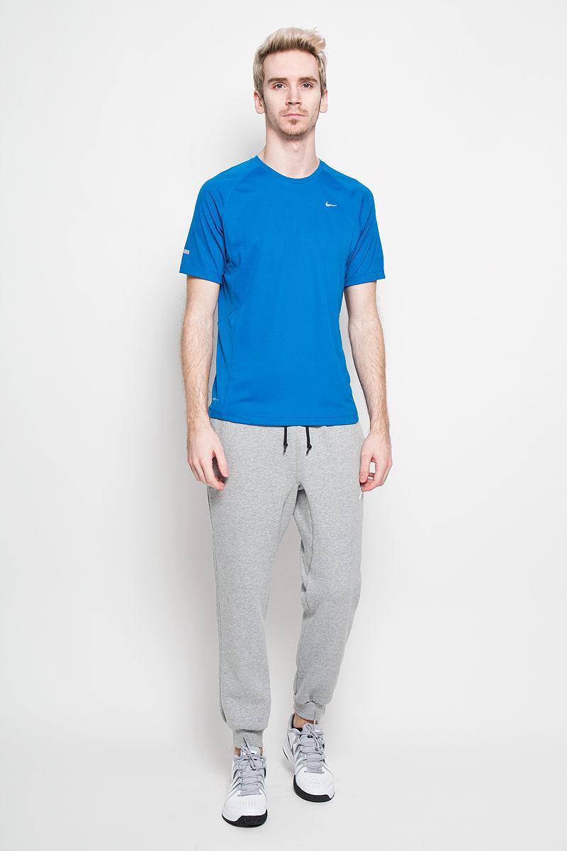 Футболка для бега мужская Miler Team. 519698519698-418Превосходная мужская футболка для бега Nike Miler Team, выполненная из комфортного материала с функцией отвода влаги и защиты от УФ-излучения, приятная на ощупь, не сковывает движения, обеспечивая наибольший комфорт. Сетчатая ткань обеспечивает превосходную воздухопроницаемость.Модель с комфортными плоскими швами, круглым вырезом горловины и короткими рукавами спереди дополнена фирменным логотипом бренда со светоотражающей поверхностью. Отличный вариант как для занятий спортом, так и для повседневного использования.
