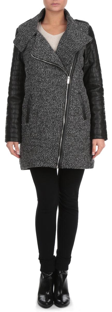 Пальто женское. Z-KU-1806Z-KU-1806_GRAPHITE MELСтильное женское пальто Moodo, выполненное из высококачественного материала, рассчитано на прохладную погоду. Модель с воротником-стойкой и длинными рукавами застегивается на металлическую застежку-молнию, на воротнике - на кнопку. Рукава изделия выполнены из стеганой искусственной кожи. Плечи модели декорированы хлястиками на кнопках Спереди имеются два прорезных кармана В этом пальто вам будет уютно и комфортно.