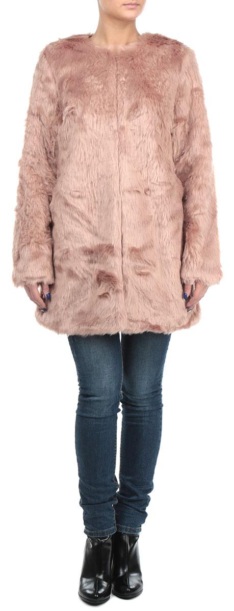 Пальто10153848 381Оригинальное женское меховое пальто Broadway подчеркнет вашу индивидуальность. Пальто изготовлено из искусственного меха с подкладкой из полиэстера. Модель прямого кроя с круглым вырезом горловины и длинными рукавами. По боковым швам расположены врезные карманы. Добавьте аксессуары и вы привлечете внимание окружающих к себе. Подчеркните свой изысканный вкус этим очаровательным пальто.