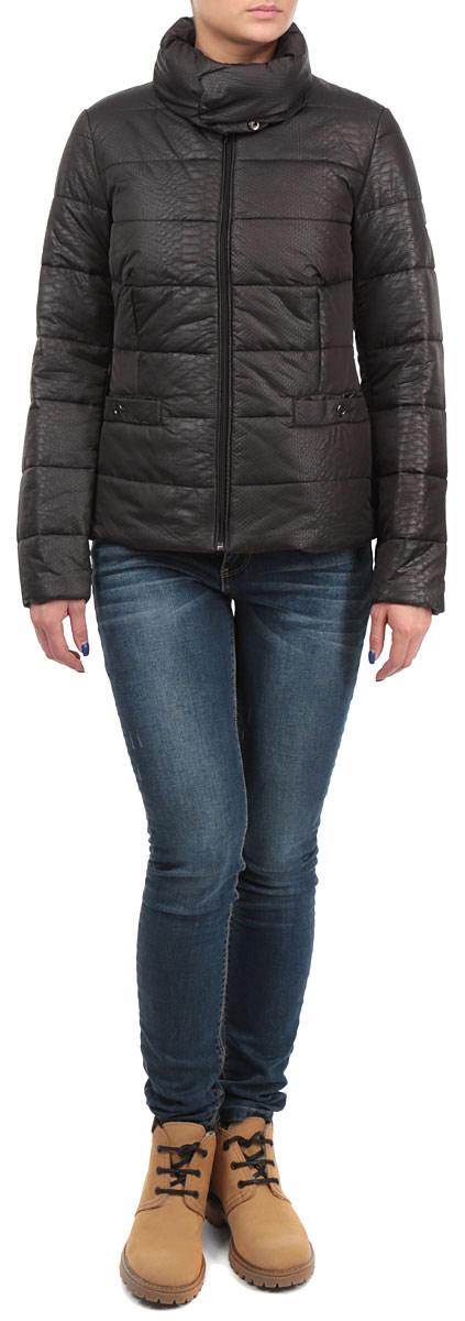 КурткаB035543_CEMENTСтильная женская куртка Baon, выполненная из высококачественных материалов, отлично подойдет для прохладной погоды. Модель приталенного силуэта с высоким воротником-стойкой и длинными рукавами застегивается на застежку-молнию, воротник - на металлические кнопки. Воротник при желании можно отстегнуть. Спереди модель дополнена двумя прорезными карманами на кнопках. Эта модная куртка послужит отличным дополнением к вашему гардеробу.