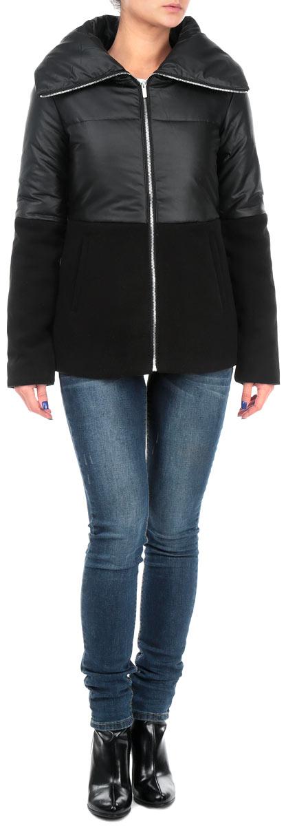 Куртка женская. TKU0238CATKU0238CAСтильная женская куртка Troll отлично подойдет для прохладной погоды. Модель приталенного силуэта с воротником-стойкой и длинными рукавами застегивается на застежку-молнию по всей длине. Верхняя часть изделия, до линии талии, выполнена из искусственной кожи, нижняя - из ворсистого текстиля. Спереди модель дополнена двумя прорезными карманами. Эта модная куртка послужит отличным дополнением к вашему гардеробу.