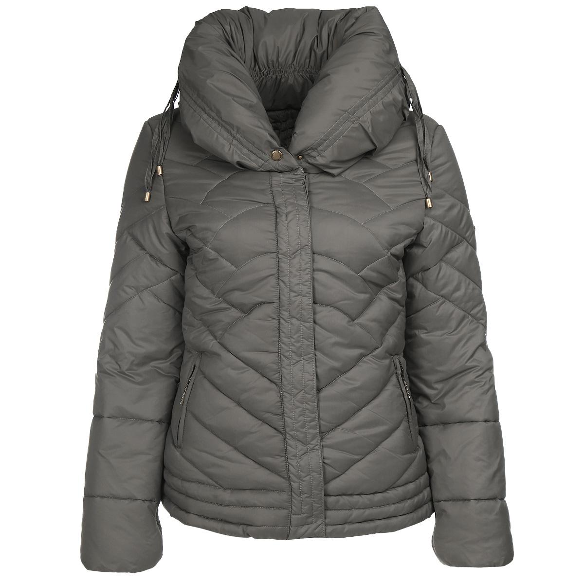 Куртка16854-1/DNУтепленная женская стеганая куртка F5 отлично подойдет для вашего демисезонного гардероба и сможет дополнить повседневный образ. Куртка имеет универсальный высококачественный утеплитель Silk Floss, обладающий высокими теплоизоляционными свойствами и хорошей воздухопроницаемостью. Модель прямого кроя с объемным воротником-стойкой на кулиске застегивается на пластиковую молнию и дополнительно оснащена ветрозащитным клапаном на кнопках. Спереди куртка дополнена двумя втачными карманами на молниях. На внутренней стороне предусмотрено два вшитых кармана на молниях. Манжеты собраны на резинку. По низу изделия предусмотрена эластичная кулиска, защищающая от продувания. В такой легкой и теплой куртке прогулки на свежем воздухе станут еще приятнее. Модель отлично впишется в гардероб активной и модной девушки.