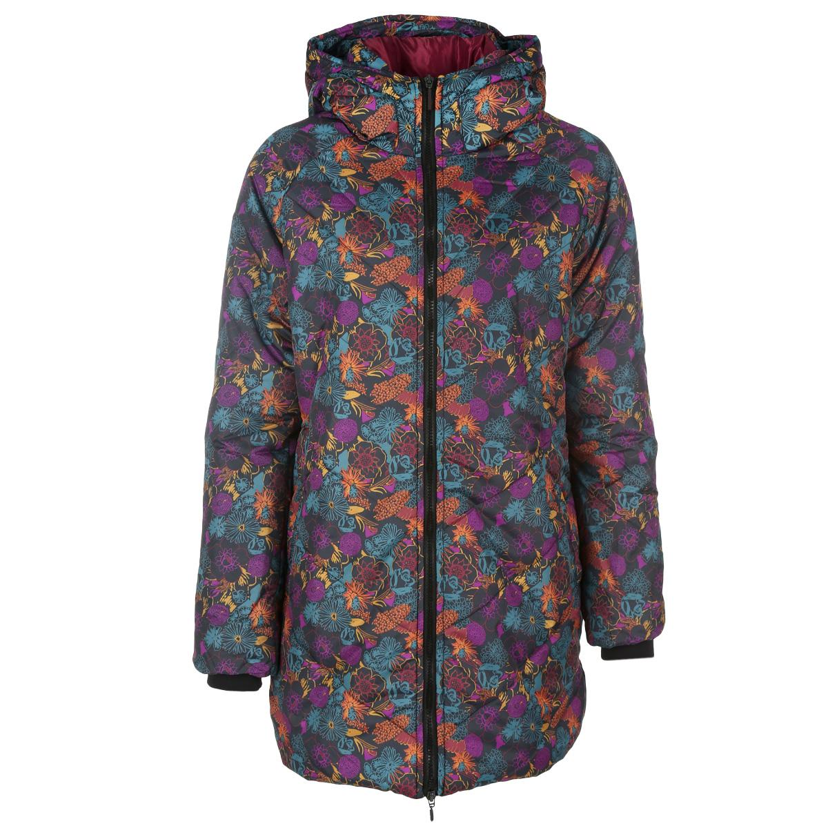 Куртка женская. 16287-1/DN16287-1/DNЖенская куртка F5 отлично подойдет для небольших морозов. Модель изготовлена из 100% полиэстера. Подкладка и утеплитель также выполнены из 100% полиэстера. Модель прямого кроя, с воротником-стойкой и капюшоном застегивается на пластиковую застежку-молнию, и дополнительно имеет внутреннюю ветрозащитную планку. Капюшон не отстегивается и дополнен по краю скрытой кулиской на стопперах. Спереди предусмотрены два прорезных кармана на молниях. Также имеются два внутренних прорезных кармана на молниях. Низ рукавов дополнен внутренними трикотажными манжетами. Понизу куртка дополнена скрытой кулиской на стопперах, что препятствует проникновению ветра. Оформлено изделие ярким цветочным принтом и прострочкой. Эта модная куртка послужит отличным дополнением к вашему гардеробу!