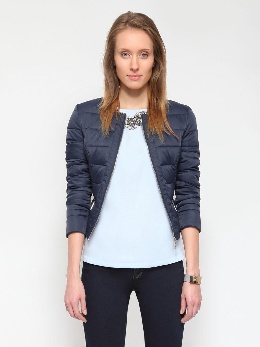 Куртка женская. SKU0563GRSKU0563GRЖенская куртка Top Secret отлично подойдет для прохладной погоды. Модель приталенного силуэта, с круглым вырезом горловины, застегивается на металлическую молнию. Утеплитель выполнен из синтепона. Куртка оформлена стеганой отстрочкой и дополнена двумя боковыми карманами на застежках-молниях. Эта модная куртка послужит отличным дополнением к вашему гардеробу!