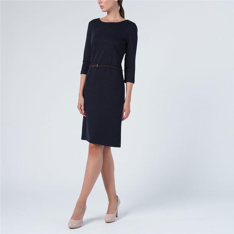 DK-117/516-5351Стильное платье Sela выполнено из плотного трикотажа. Модель прямого кроя с круглым вырезом горловины и рукавами длиной 3/4 на талии дополнена тонким плетеным ремешком из искусственной кожи. Лаконичный дизайн модели позволяет дополнять образ яркими аксессуарами - шейным платком или бижутерией по вашему вкусу. Такое платье - отличный вариант на каждый день. Модная и практичная модель займет достойное место в вашем гардеробе.
