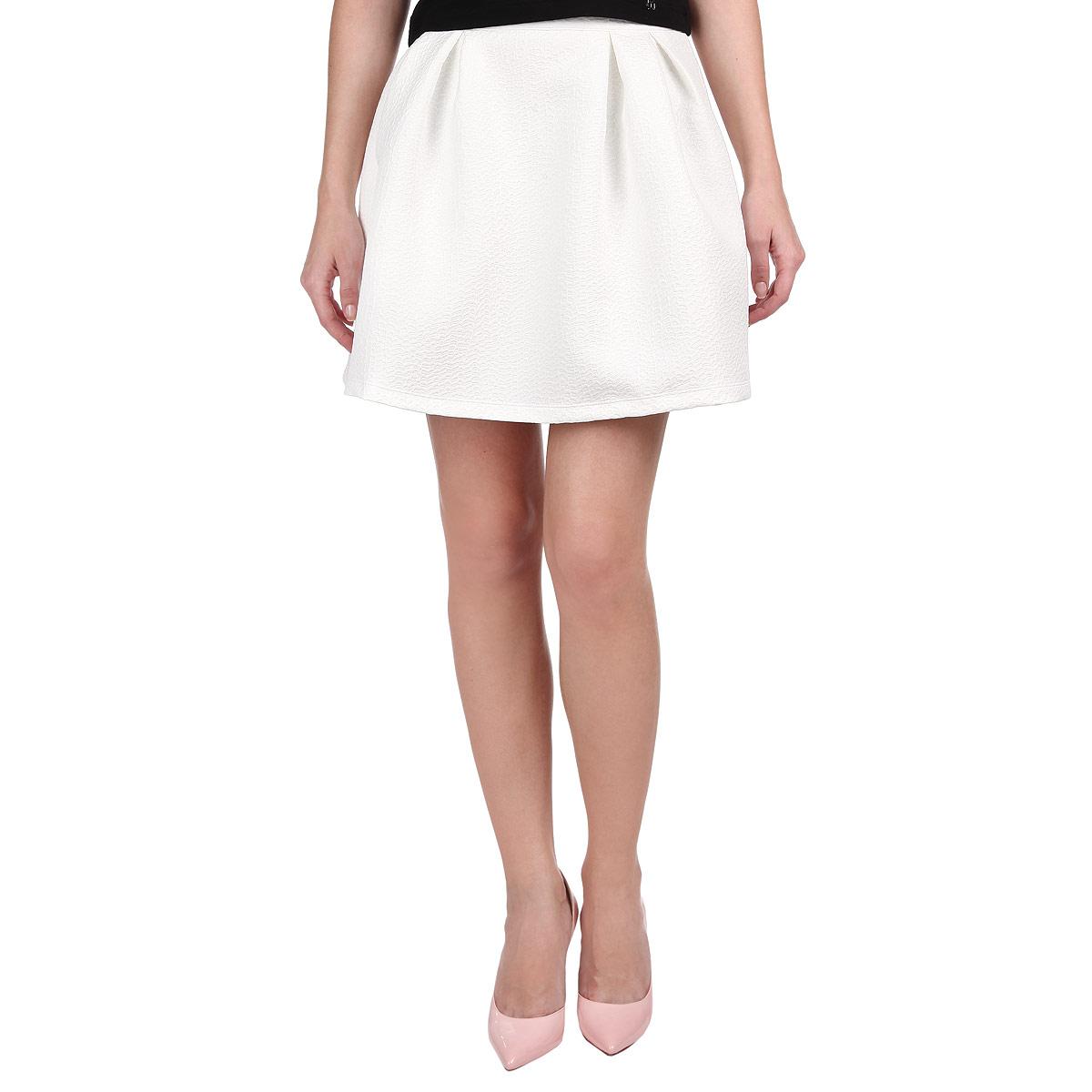 Юбка. SSD0847BISSD0847BIПрелестная юбка-колокольчик от Top Secret внесет женственные нотки в ваш модный образ. Модель выполнена из полиэстера с небольшим добавлением эластана и оформлена рельефным узором. Юбка застегивается на металлическую застежку-молнию, расположенную на тыльной стороне. Невероятно мягкая подкладка обеспечивает максимальный комфорт. Расширяющийся низ юбки подчеркнет красоту и стройность ваших ног, сделает ваш образ более хрупким. Стильная юбка - основа гардероба настоящей леди. Она подчеркнет ваше отменное чувство стиля и безупречный вкус!
