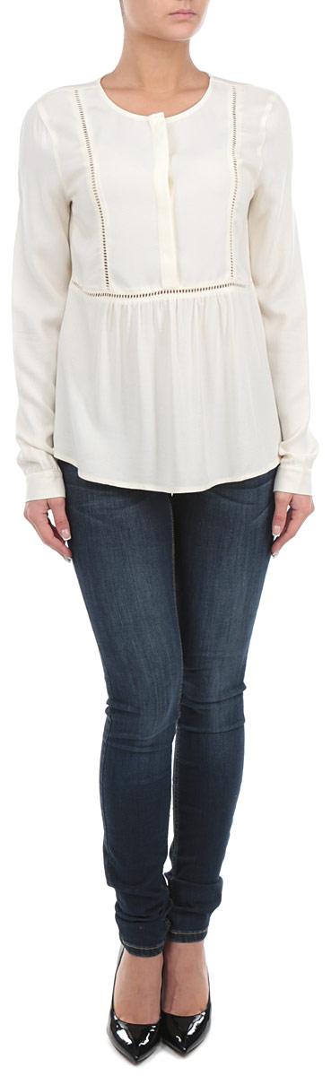 Блузка2030931.00.71_8005Стильная женская блуза Tom Tailor, выполненная из 100% вискозы, подчеркнет ваш уникальный стиль и поможет создать оригинальный женственный образ. Блузка с длинными рукавами и круглым вырезом горловины застегивается на пуговицы на груди. Модель украшена декоративной перфорацией на груди и на спинке, а также дополнена складками на талии. Легкая блуза идеально подойдет для жарких летних дней. Такая блузка будет дарить вам комфорт в течение всего дня и послужит замечательным дополнением к вашему гардеробу.