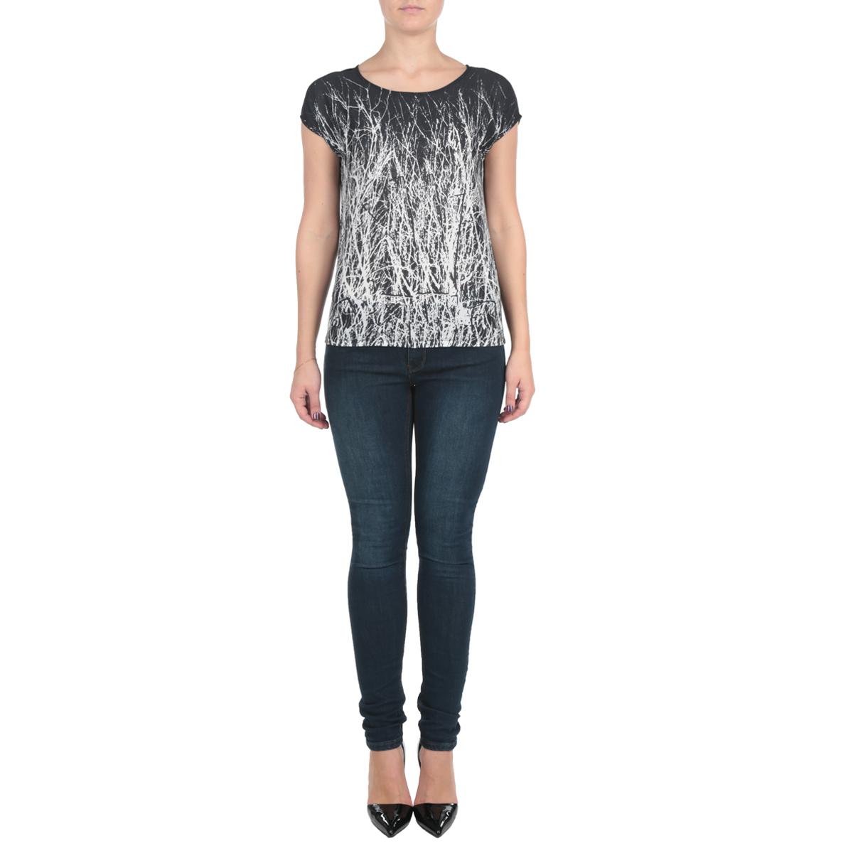 Блузка женская. SBK2115CASBK2115CAОригинальная женская блуза Top Secret выполнена в современном городском стиле. Модель, изготовленная из высококачественного комбинированного мягкого полиэстера с небольшим добавлением вискозы, не сковывает движения и позволяет коже дышать, обеспечивая наибольший комфорт. Блузка оформлена оригинальным принтом, модель с круглым вырезом горловины и короткими рукавами-кимоно. Идеальный вариант для тех, кто ценит комфорт и качество.