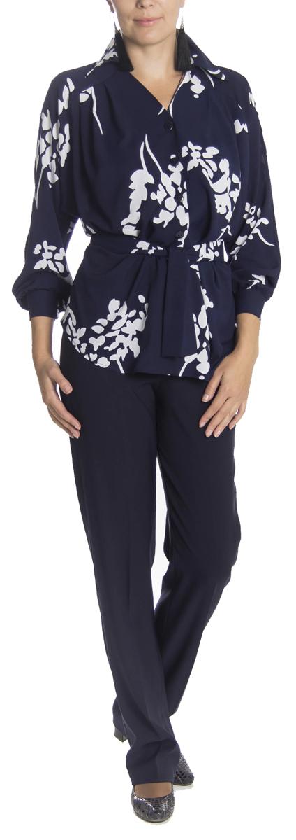 Блузкаб0343Великолепная женская блузка Lautus, изготовленная из полупрозрачного полиэстера с добавлением эластана, не сковывает движения, обеспечивая наибольший комфорт. Блузка свободного кроя с длинными рукавами-реглан и отложным воротничком спереди застегивается на пластиковые пуговицы по всей длине. Горловина с V-образным вырезом. Края рукавов снабжены манжетами на пуговицах. Оформлена блузка растительным принтом. В комплект входит пояс, который также можно использовать в качестве банта для украшения ворота. Модную блузку Lautus вы сможете комбинировать с любыми элементами гардероба и будете чувствовать себя в ней уютно и комфортно.