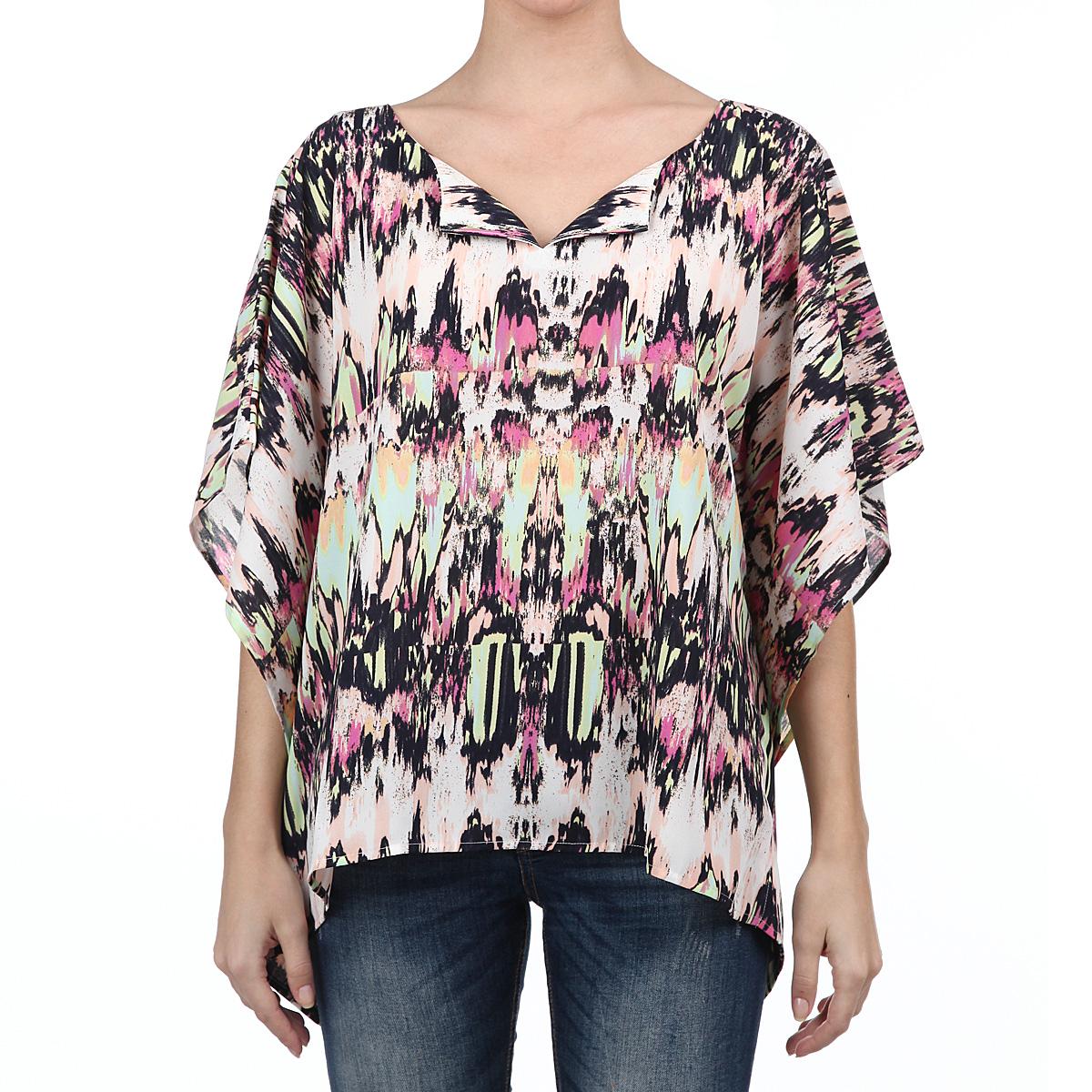 Блузка2030045.00.71_8005Стильная блуза Tom Tailor с заниженной спинкой выполнена из высококачественного материала - приятного на ощупь полиэстера. Модель свободного кроя с короткими рукавами летучая мышь, с V-образным вырезом горловины. Блузка оформлена абстрактным принтом. Такая модель, несомненно, вам понравится и послужит отличным дополнением к вашему гардеробу.