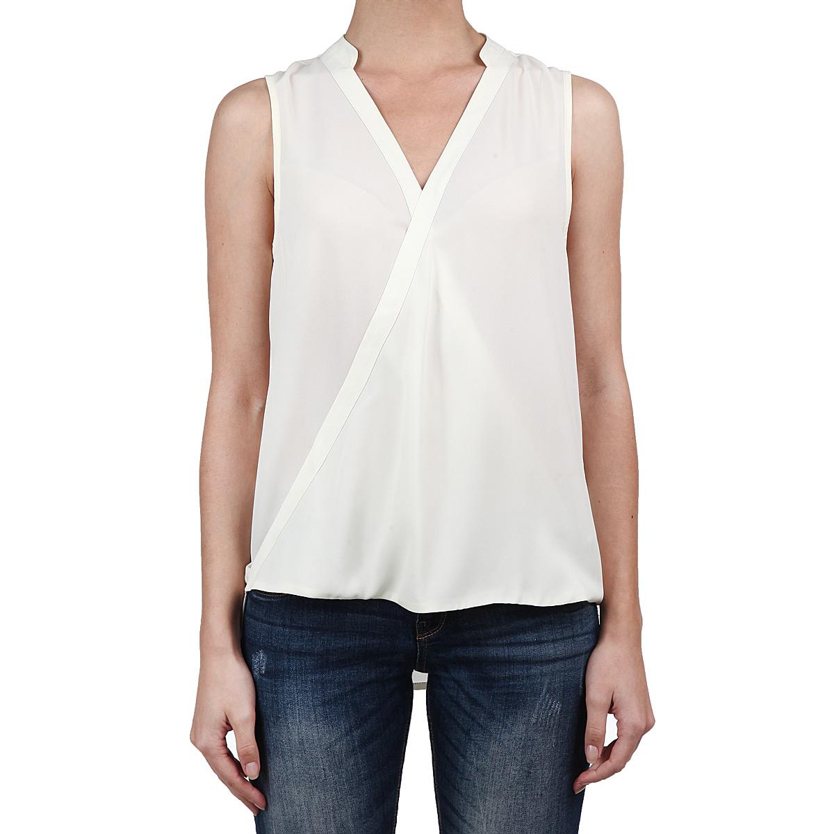 Блузка2030044.00.71_8005Великолепная легкая блузка Tom Tailor с заниженной спинкой выполнена из высококачественного полупрозрачного материала - очень мягкого и приятного на ощупь полиэстера. Модель свободного кроя с запахом на груди, без рукавов, с V-образным вырезом горловины. Очаровательная блузка займет достойное место в вашем гардеробе. Идеальный вариант для создания эффектного образа.