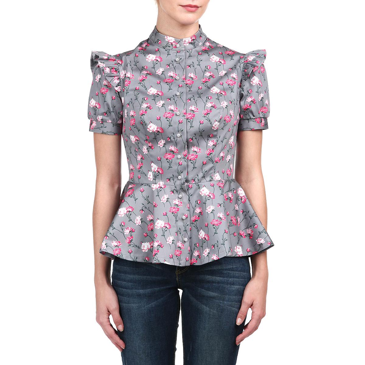 БлузкаM75K-22Элегантная блуза Анна Чапман изготовлена из высококачественного хлопка с добавлением эластана. Блузка оформлена ярким принтом в виде роз. Этот орнамент символизирует дерево жизни и олицетворяет источник человеческого счастья. Баска великолепно подчеркивает талию. Модель украшает изящная отделка: пуговицы-жемчужинки, оборки на коротких рукавах-фонариках, воротник-стойка. Блуза Анна Чапман идеальный вариант для создания эффектного образа.