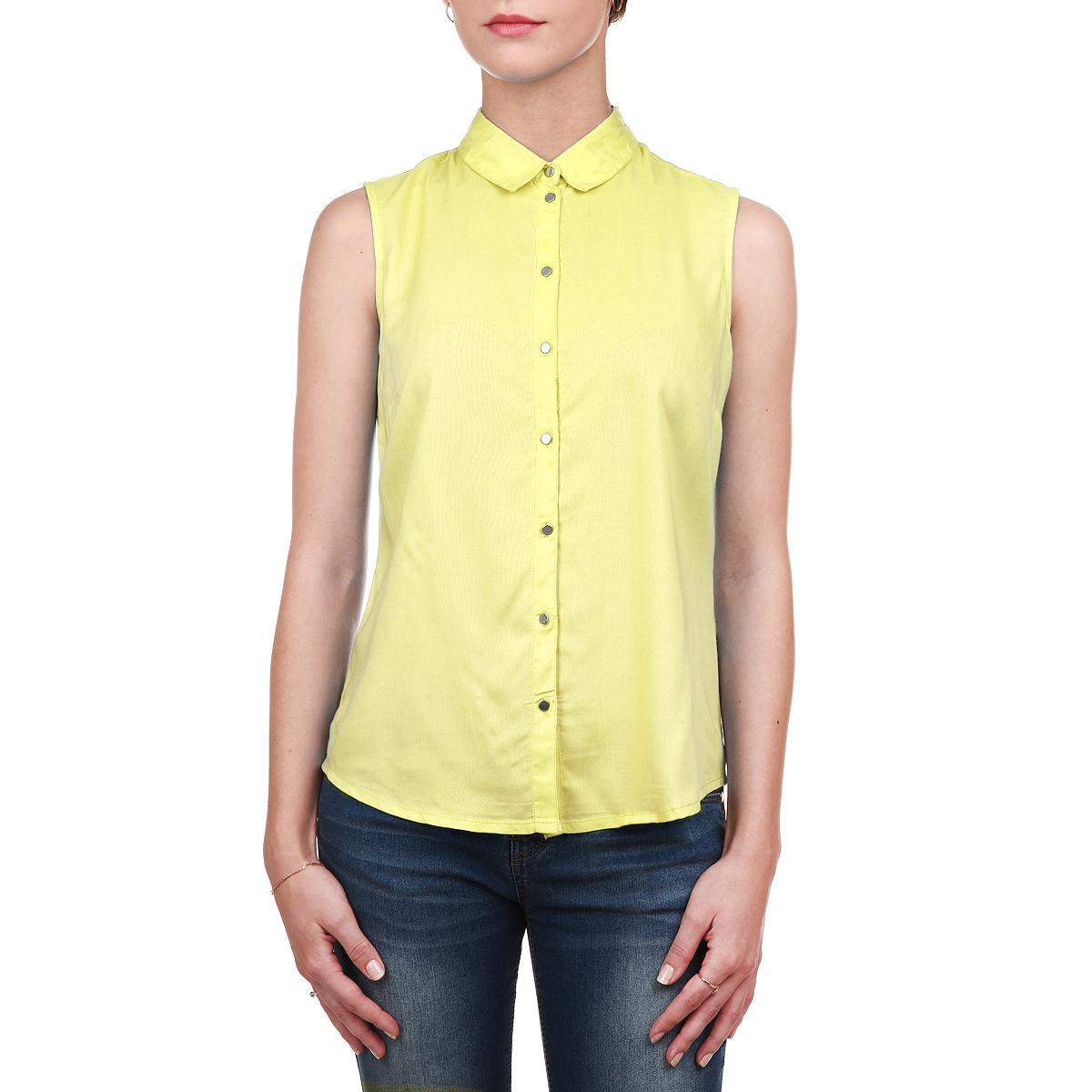 БлузкаSKS0876ZOСтильная блузка Top Secret выполнена из мягкой вискозы, очень приятной на ощупь. Модель прямого кроя с отложным воротником, полукруглым низом и без рукавов. Изделие застегивается на пуговицы по всей длине. Модная блузка займет достойное место в вашем гардеробе.