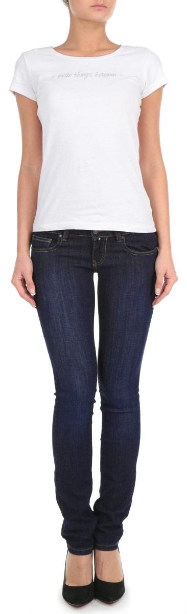 Джинсы женские. 19569/5130219569/51302_w.darkСтильные женские джинсы F5 созданы специально для того, чтобы подчеркивать достоинства вашей фигуры. Модель слегка зауженного кроя и средней посадки станет отличным дополнением к вашему современному образу. Джинсы застегиваются на пуговицу в поясе и ширинку на застежке-молнии, также имеются шлевки для ремня. Джинсы имеют классический пятикарманный крой: спереди модель дополнена двумя втачными карманами и одним маленьким накладным кармашком, а сзади - двумя накладными карманами. Изделие оформлено легким эффектом потертости и контрастной отстрочкой. Эти модные и в тоже время комфортные джинсы послужат отличным дополнением к вашему гардеробу.