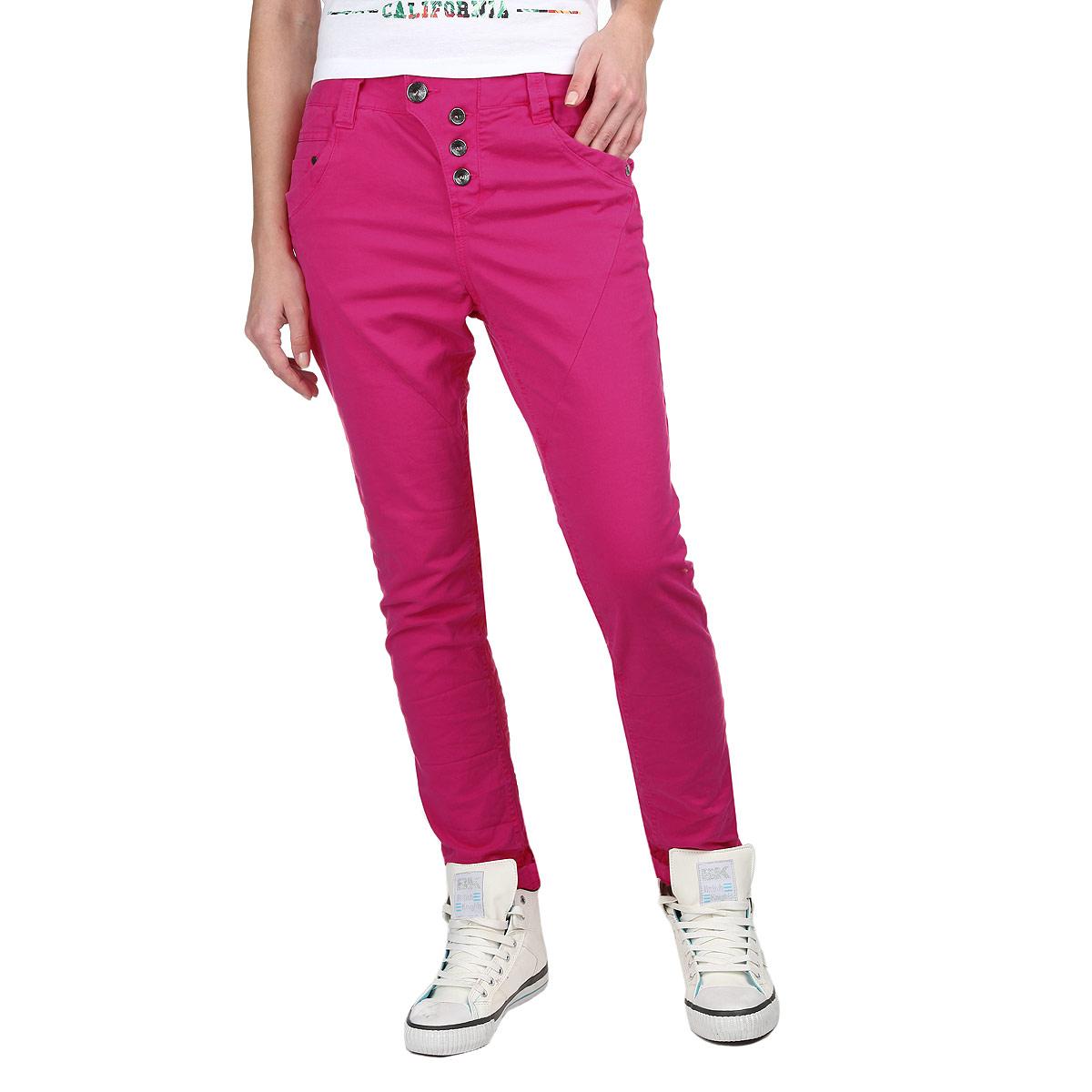 Джинсы женские Denim. 6402908.00.716402908.00.71_5521Стильные женские джинсы Tom Tailor - отличный выбор на каждый день, ведь они прекрасно сидят на фигуре. Модель зауженного кроя и средней посадки изготовлена из высококачественного материала. Застегиваются джинсы с помощью пуговицы на поясе и ширинки на металлических пуговицах. Имеются шлевки для ремня. Спереди модель оформлена двумя втачными карманами с косыми срезами и одним небольшим секретным кармашком, а сзади - двумя накладными карманами. Спереди один из карманов оформлен небольшой металлической пластиной с гравировкой Denim. Эти модные и в тоже время комфортные джинсы послужат отличным дополнением к вашему гардеробу. В них вы всегда будете чувствовать себя уютно и комфортно.