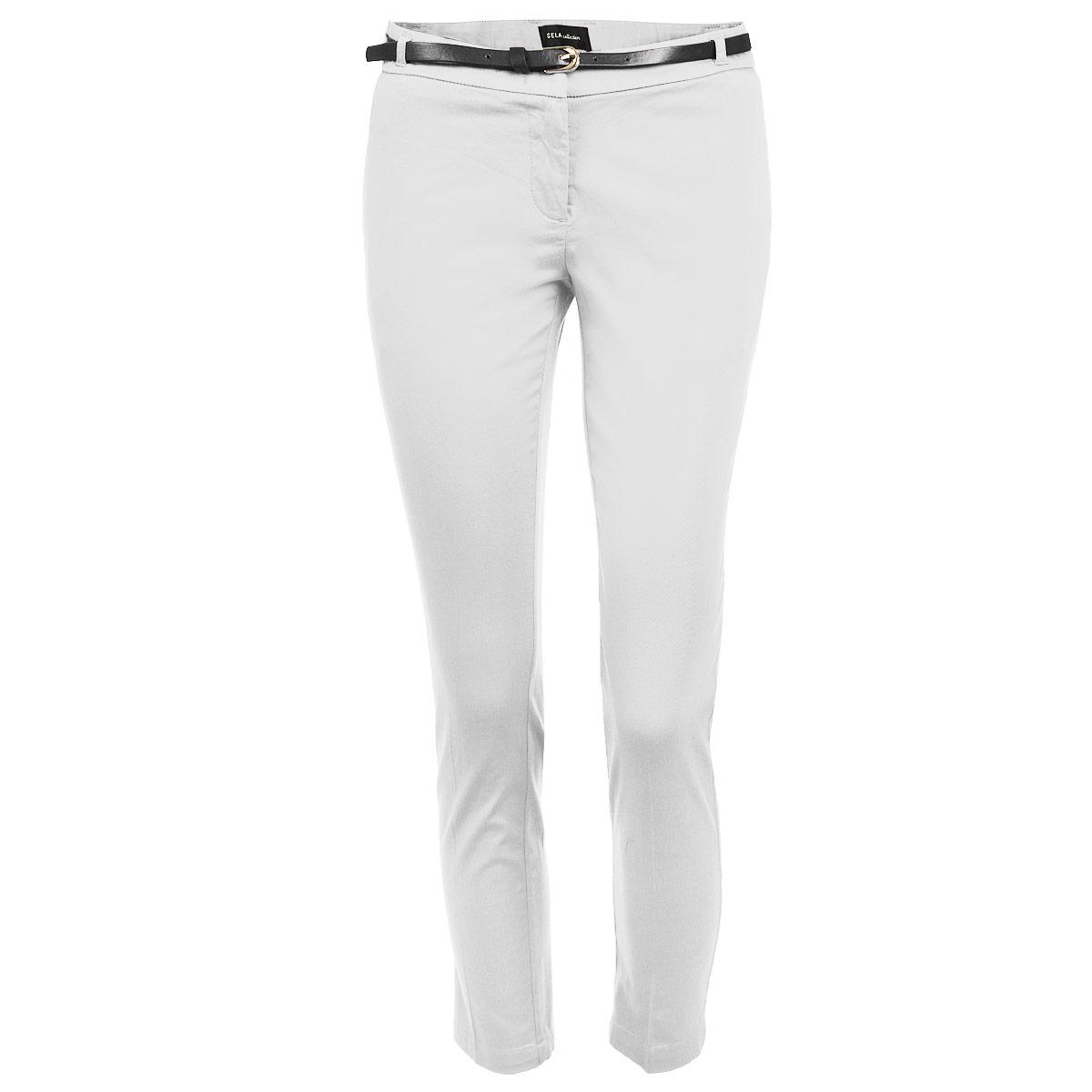 Брюки женские. P-115/400-5275P-115/400-5275Стильные женские брюки Sela созданы специально для того, чтобы подчеркивать достоинства вашей фигуры. Модель зауженного к низу кроя и укороченной длины станет отличным дополнением к вашему современному образу. Застегиваются брюки на два крючка в поясе и ширинку на застежке-молнии, имеются шлевки для ремня и тонкий ремешок в комплекте. Спереди модель оформлена двумя втачными карманами-обманками и маленьким потайным кармашком, а сзади - имитацией прорезных кармашков. Эти модные и в тоже время комфортные брюки послужат отличным дополнением к вашему гардеробу. В них вы всегда будете чувствовать себя уютно и комфортно.