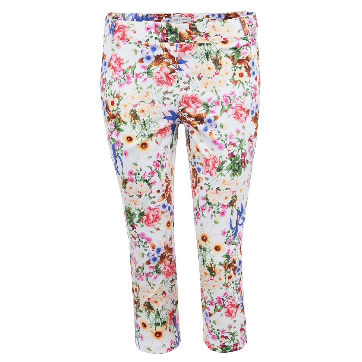 Брюки женские. Ps-115/424-5284Ps-115/424-5284Стильные женские брюки Sela с цветочным принтом созданы специально для того, чтобы подчеркивать достоинства вашей фигуры. Модель прямого кроя и укороченной длины станет отличным дополнением к вашему современному образу. Застегиваются брюки на два крючка в поясе и ширинку на застежке-молнии, имеются шлевки для ремня и тонкий ремешок в комплекте. Спереди модель оформлена двумя втачными карманами-обманками и маленьким потайным кармашком, а сзади - имитацией прорезных кармашков. Эти модные и в тоже время комфортные брюки послужат отличным дополнением к вашему гардеробу. В них вы всегда будете чувствовать себя уютно и комфортно.