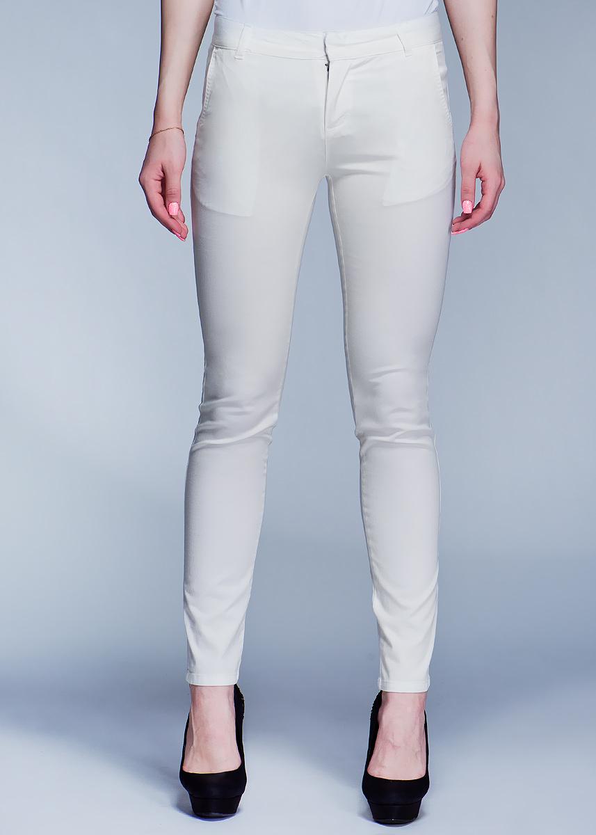 Брюки женские. P-115/043-412P-115/043-412Стильные женские брюки SELA созданы специально для того, чтобы подчеркивать достоинства вашей фигуры. Модель зауженного к низу кроя и средней посадки станет отличным дополнением к вашему современному образу. Застегиваются брюки на два крючка в поясе и ширинку на застежке-молнии, имеются шлевки для ремня. Спереди модель оформлены двумя втачными карманами с косыми срезами, а сзади - двумя втачными карманами. Эти модные и в тоже время комфортные брюки послужат отличным дополнением к вашему гардеробу. В них вы всегда будете чувствовать себя уютно и комфортно.